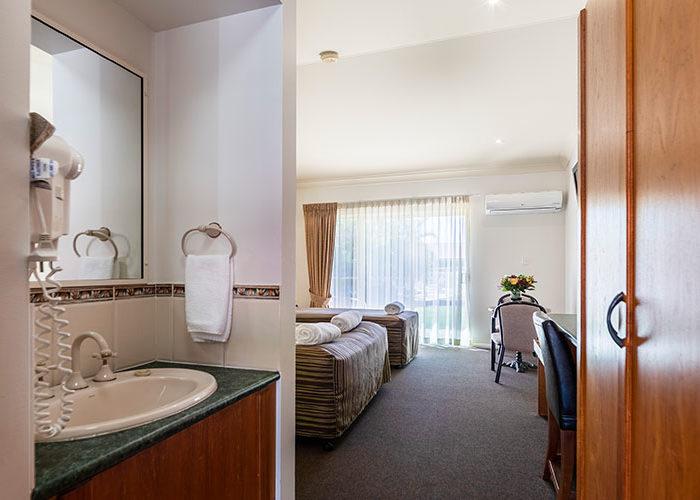Standard-Queen-Room-3