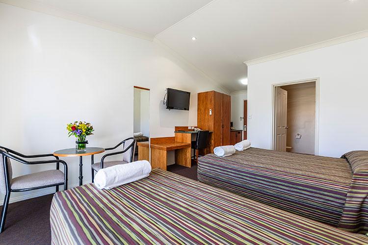 Standard-Queen-Room-7