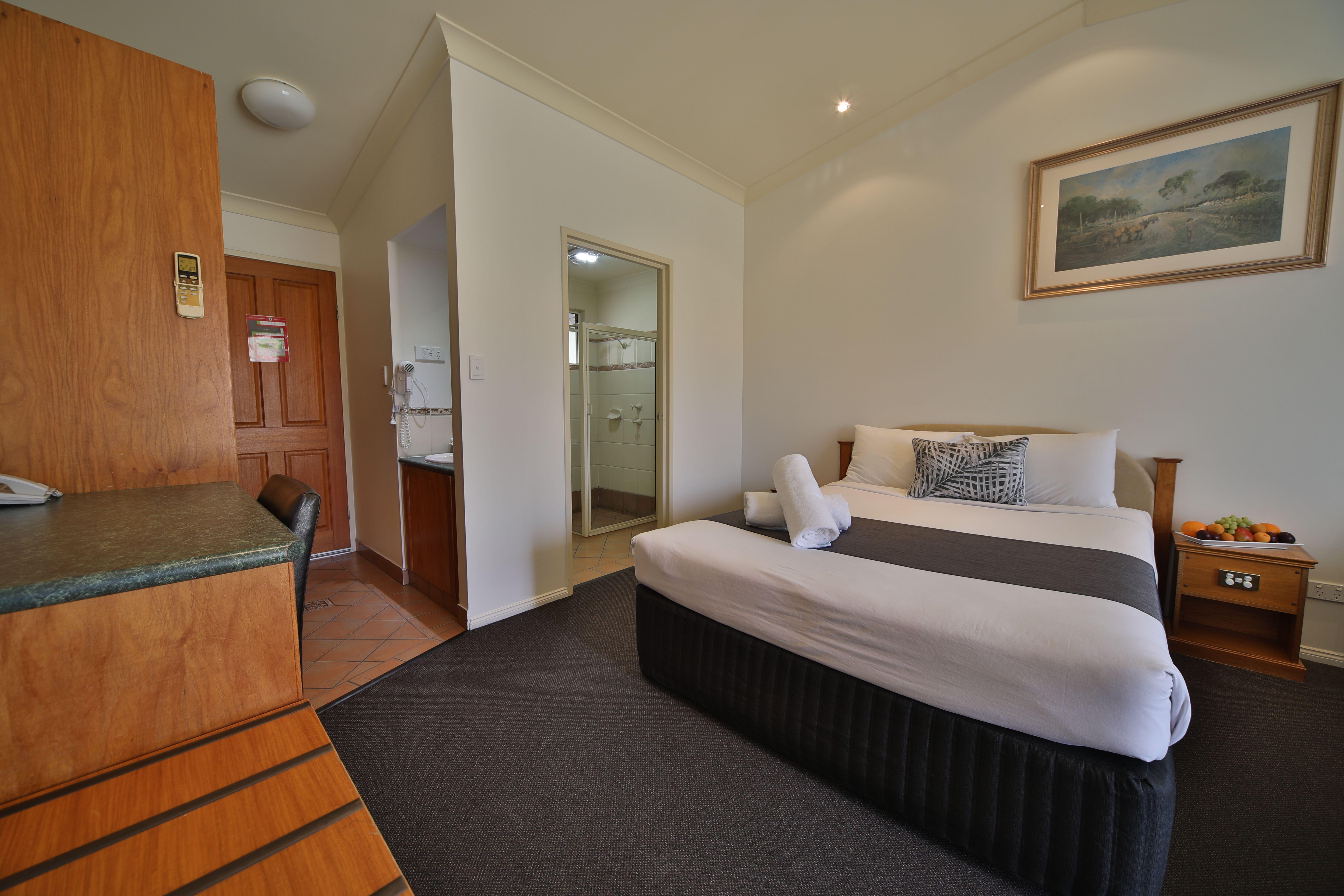 Standard queen room 4