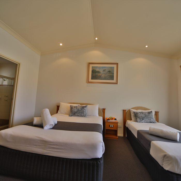 Standard queen room 5