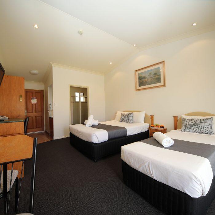Standard queen room 8